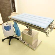 体圧分散・温風マット 電動手術台 写真
